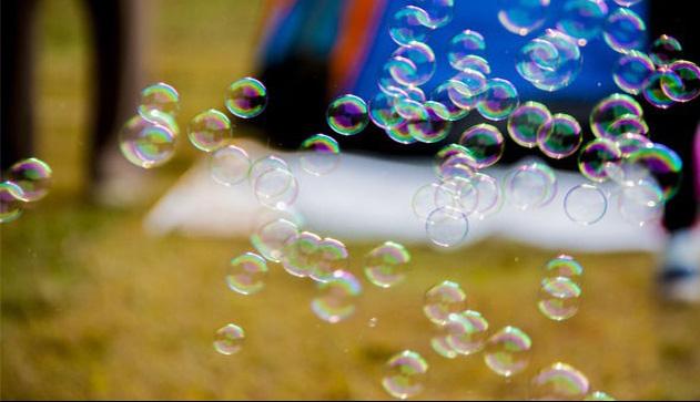 Máy thổi bong bóng xà phòng
